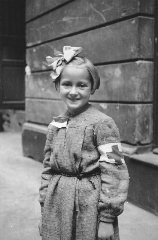 Юная санитарка. Август 1944 г.