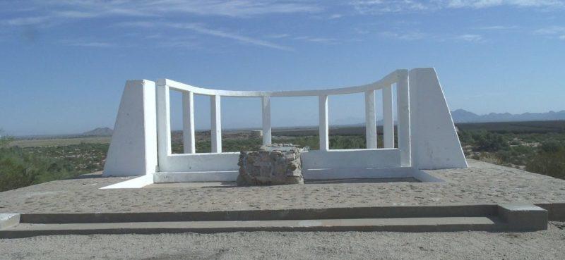 Памятный знак на месте лагеря «Gila River», штат Аризона.