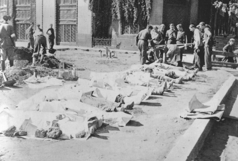 Похороны убитых повстанцев. Август-октябрь 1944 г.