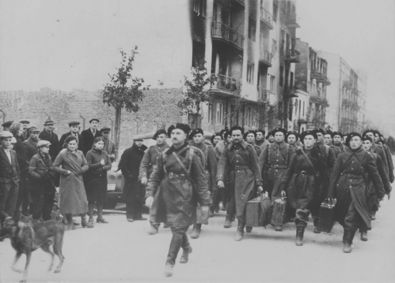 Капитуляция солдат Армии Крайовой. Октябрь 1944 г.