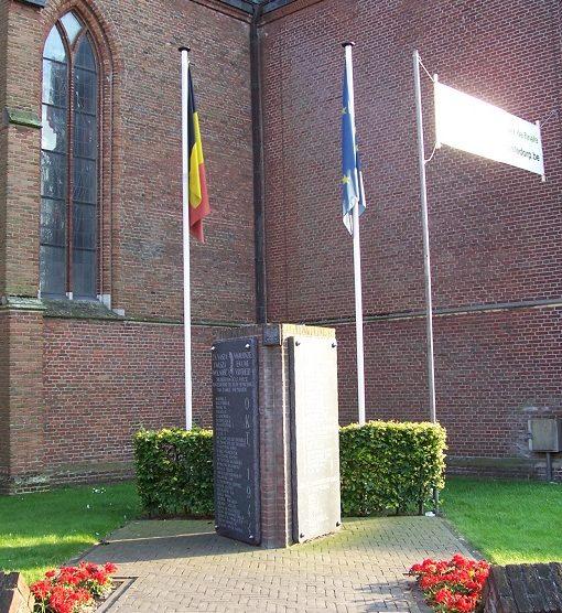 г. Антверпен (Antwerpen). Муниципалитет Baarle-Hertog. Памятник бельгийским и польским солдатам, погибшим при освобождении города в октябре 1944 года.