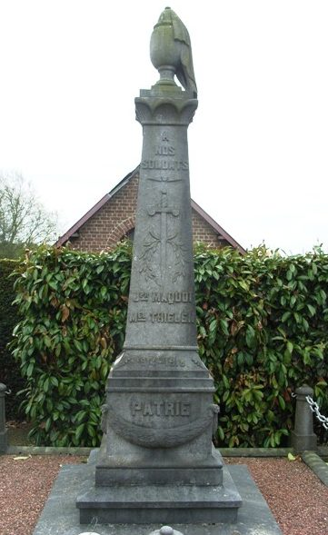 Коммуна Abbe. Памятник на кладбище погибшим в обеих войнах.