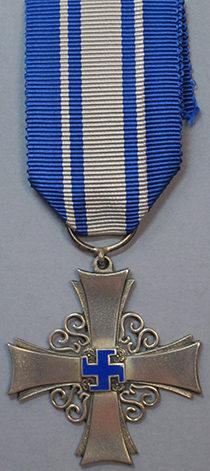 Аверс и реверс серебряной медали «За заслуги» организации «Lotta Svärd».