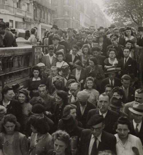 Вход в парижское метро - воздушная тревога. Май 1940 г.