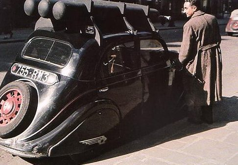 Автомобили на угле и газе. 1943 г.