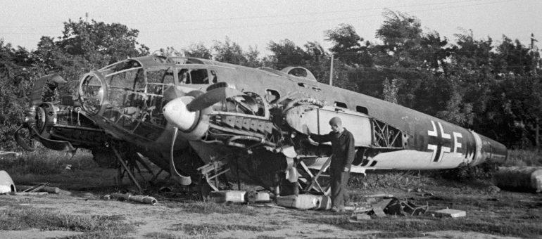 Бомбардировщик He-111, сбитый под Одессой. Июль 1941 г.
