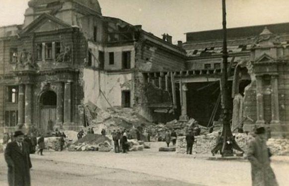Вокзал после авианалета. Сентябрь 1939 г.