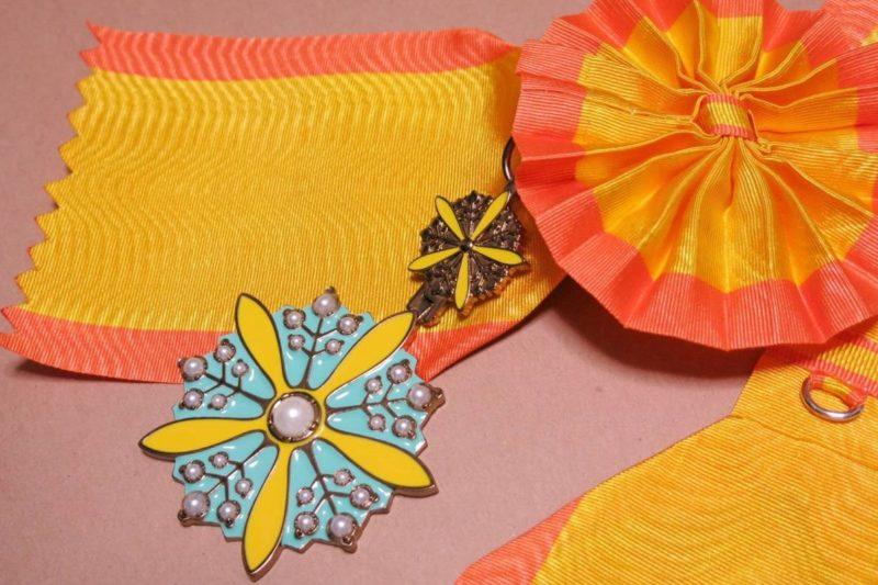 Орден Цветущей орхидеи с большой лентой.