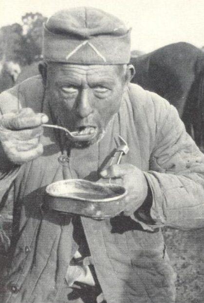 Хиви-конюх из числа первых, удостоенных доверия немцев. 1941 г.