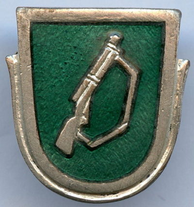 Аверс и реверс знака пехотных войск.