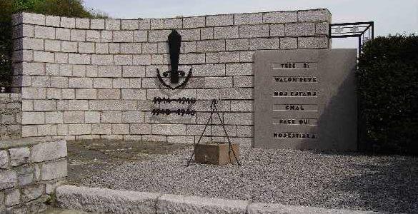 Коммуна Engis. Мемориал двух войн.