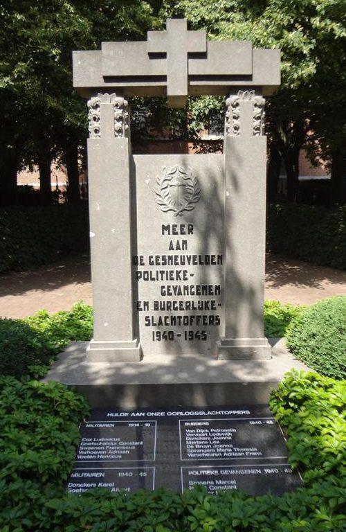 г. Антверпен (Antwerpen). Муниципалитет Meer. Военный мемориал около церкви воинам и политическим заключенным.