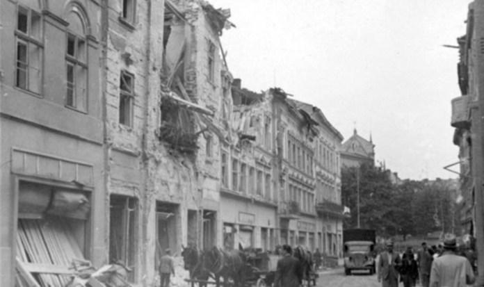 Разрушенные дома на улице Дорошенко. Сентябрь 1939 г.