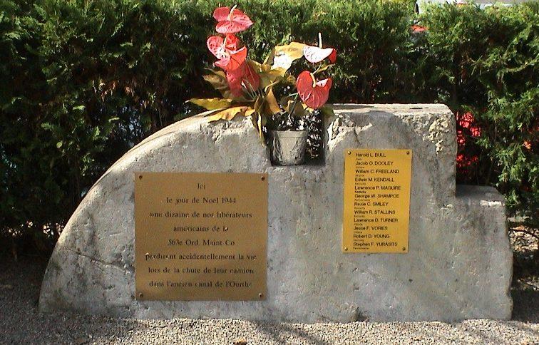 Муниципалитет Esneux. Памятник в честь 12 американских солдат, погибших в 1944 г.