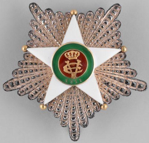 Аверс и реверс звезды к знаку Великого офицера Колониального ордена Звезды Италии.