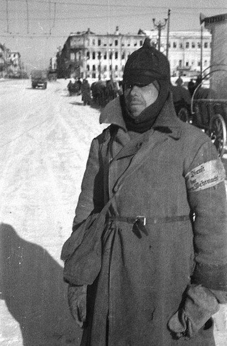 Полиция г. Курска, похожая на бомжей. Ноябрь 1941 г.