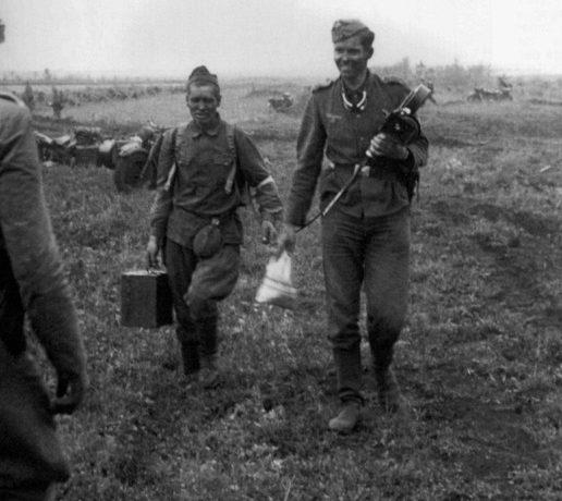 Хиви-подносчик. Лето 1941 г.
