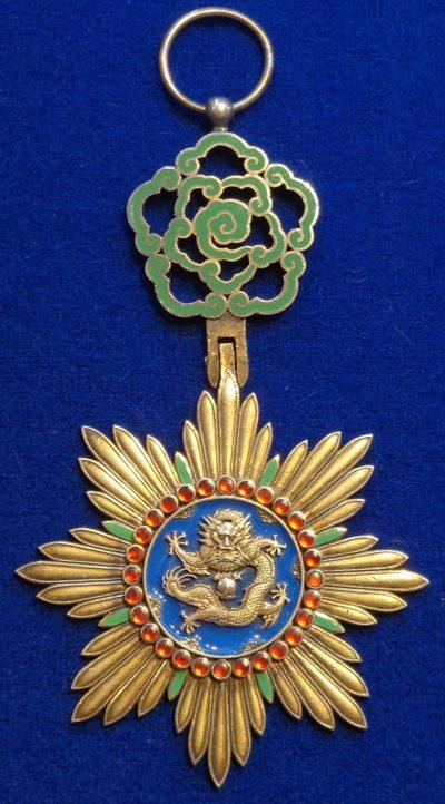 Знак ордена Прославленного Дракона.
