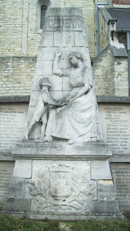 Муниципалитет Herent. Военный мемориал, установленный возле церкви, посвящен жертвам обеих мировых войн. Скульптор - А. Жорисен.