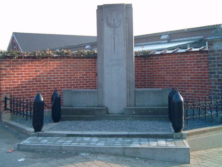 Муниципалитет Кейберг. Памятник, установлен между церковью Кейберг и местной школой погибшим воинам обеих мировых войн.