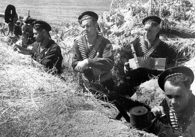 Морские пехотинцы с эсминца «Шаумян» под Одессой. Август 1941 г.
