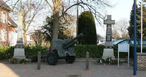 Муниципалитет Кортенакен. Мемориал установлен перед ратушей Дорпсплейн погибшим в годы Второй мировой войны.