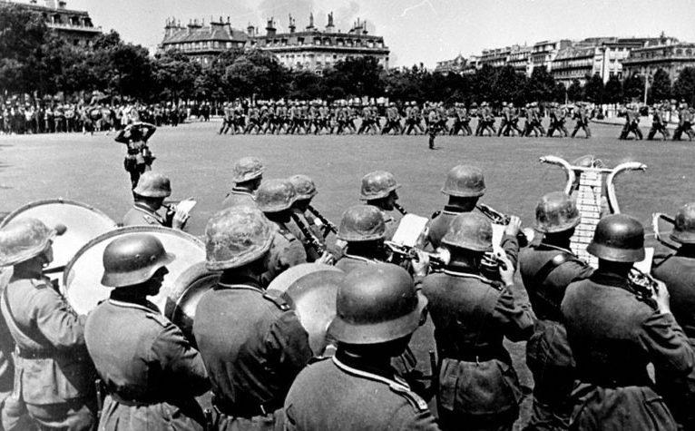 Немецкий парад победы у Триумфальной арки. Июнь 1940 г.