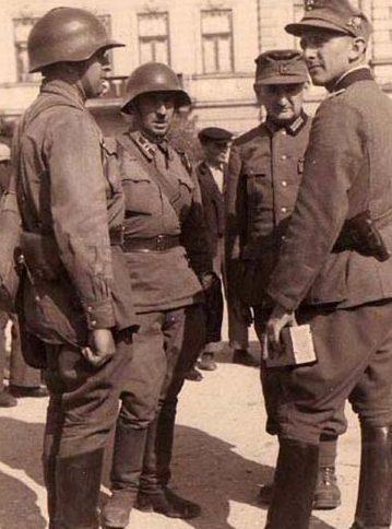 Воины Красной Армии и Вермахта. Львов, сентябрь 1939 г.