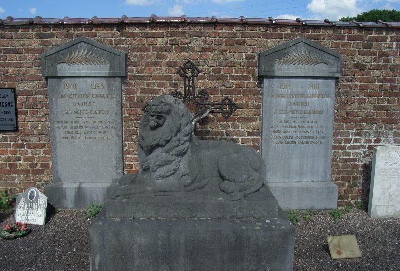 Муниципалитет Антеита. Военный мемориал двух войн на общинном кладбище.