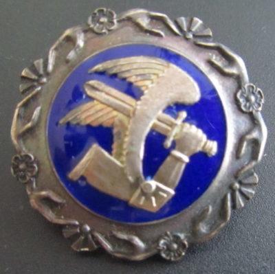 Аверс и реверс членского знака ассоциации ПВО.