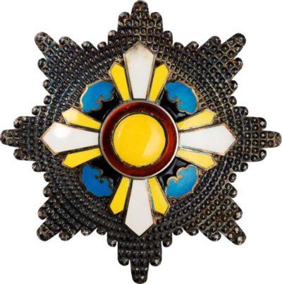 Аверс и реверс звезды ордена Благоприятных Облаков.