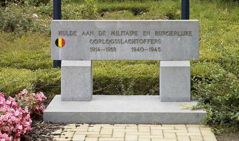 Муниципалитет Vaalbeek. Памятник, посвященный жертвам обеих мировых войн, установлен возле ратуши.