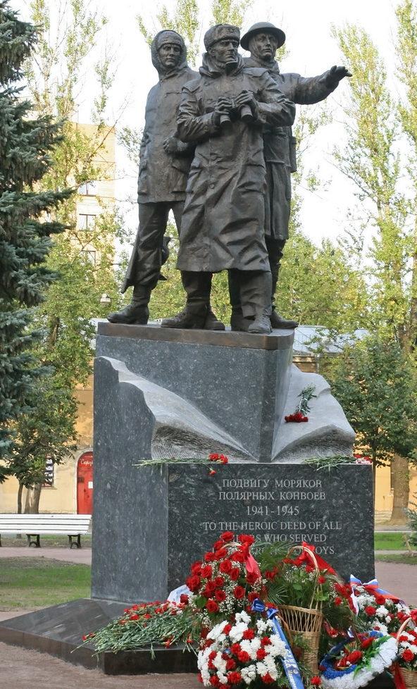 Памятник морякам полярных конвоев.