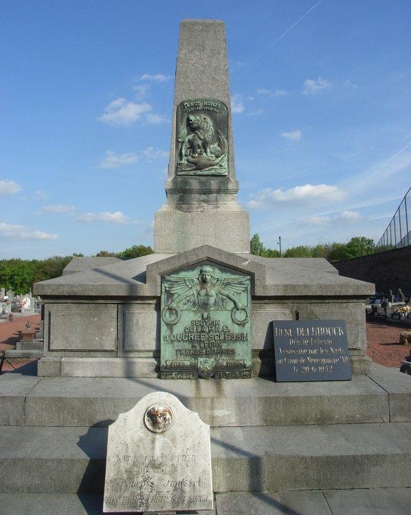 Муниципалитет Ougree Памятник на коммунальном кладбище погибшим воинам обеих войнах.