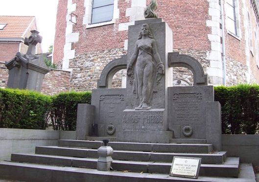 Коммуна Fexhe-le- haut-cloher. Военный мемориал обеих войн.