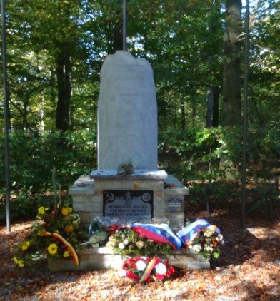 Муниципалитет Антинс. Памятник бельгийским бойцам Сопротивления, русским партизанам и американским солдатам.