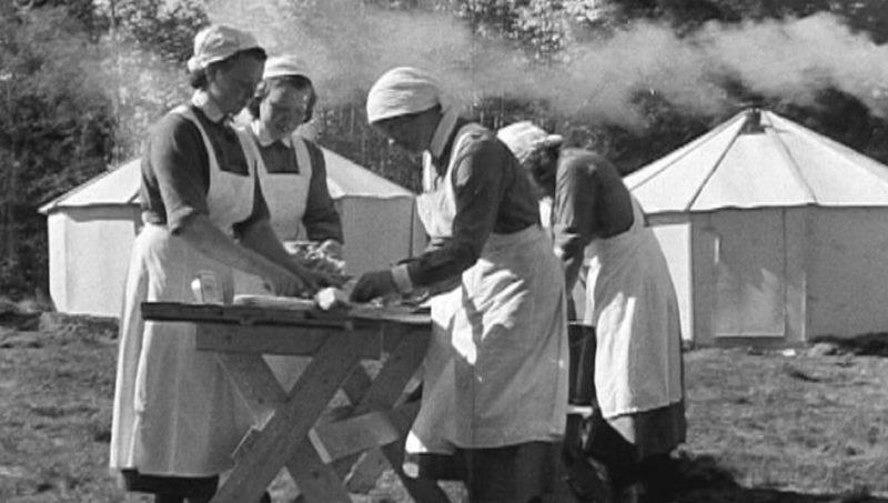 «Лотты» в лесном лагере. 1937 г.