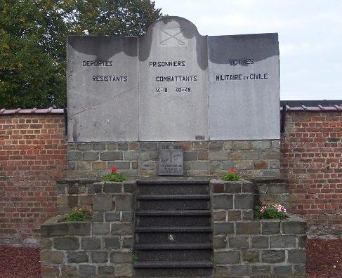 Муниципалитет Pellaines. Памятник погибшим воинам и жертвам обеих войн.