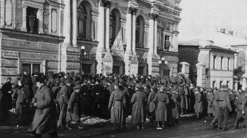 Поход немецких солдат в кино. Март 1942 г.