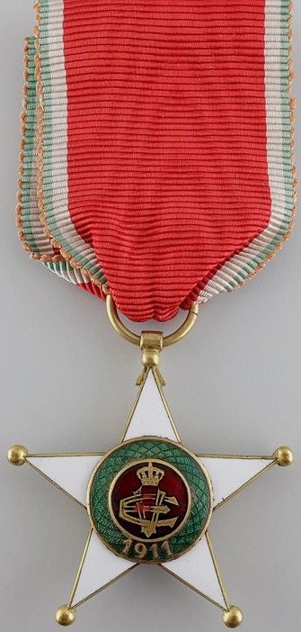 Аверс и реверс знака Кавалер Колониального ордена Звезды Италии.