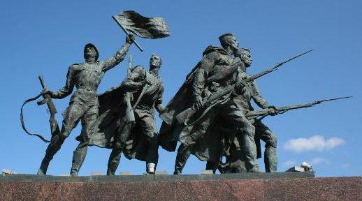 Скульптурные композиции «Площади Победителей».