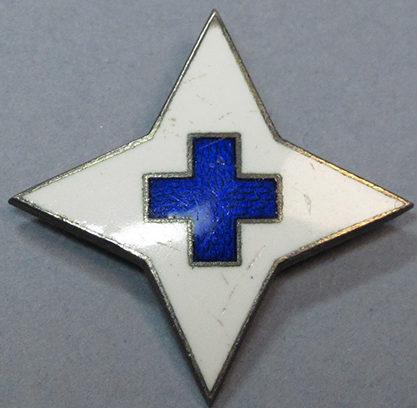 Аверс и реверс серебряного знака об окончании медицинских курсов «Lotta Svärd».