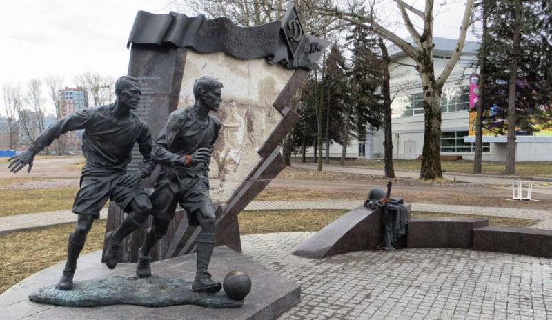Памятник футболистам блокадного Ленинграда.