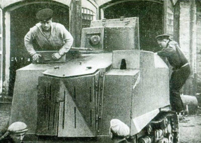 Бронетрактор на заводе Январского восстания. Сентябрь 1941 г.