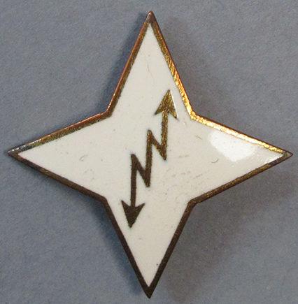 Аверс и реверс серебряного знака об окончании курсов связистов в «Lotta Svärd».