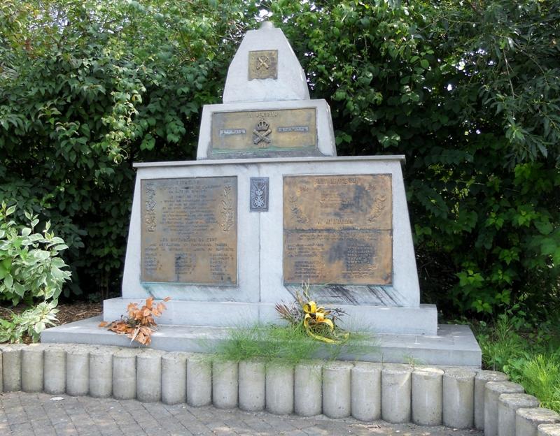 Муниципалитет Fleron. Памятник защитникам форта в обеих войнах.