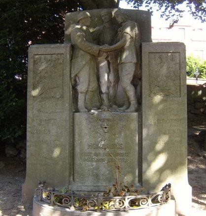 Муниципалитет Pettit-rechain. Военный мемориал обеих войн.