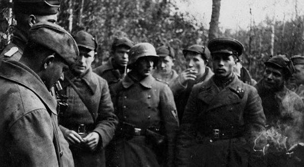 Встреча советского и немецкого патрулей в районе Люблина. Сентябрь 1939 г.