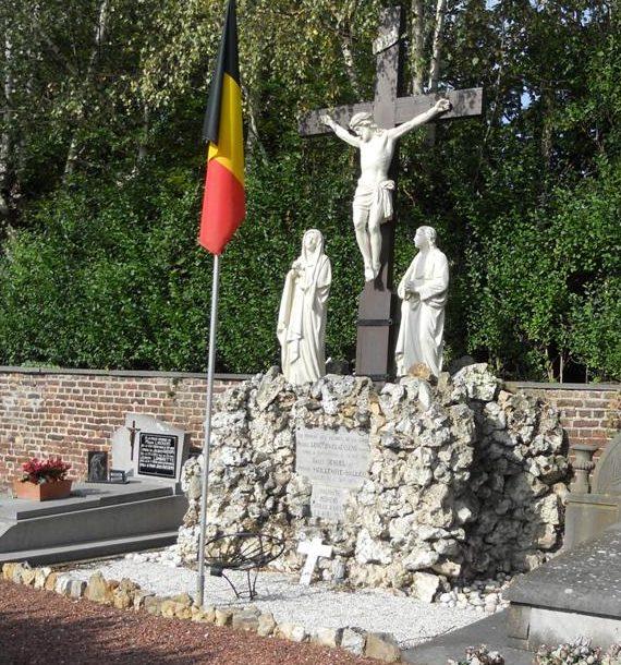Муниципалитет Aubel. Военный мемориал обеих войн на кладбище.