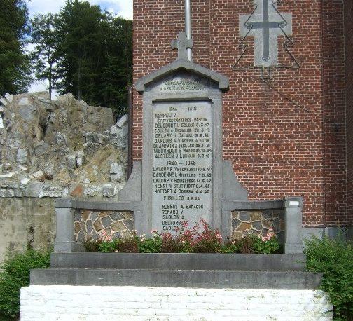 Совет Vieusart. Памятник во дворе церкви, посвященный погибшим воинам в обеих мировых войнах.